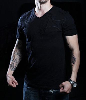 TapouT Black Line Stiches V-neck Black t-shirt
